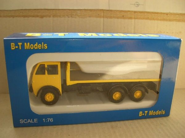 B T Models A010A 1/76 OO Scale Foden DG 3AX Flatbed Yellow